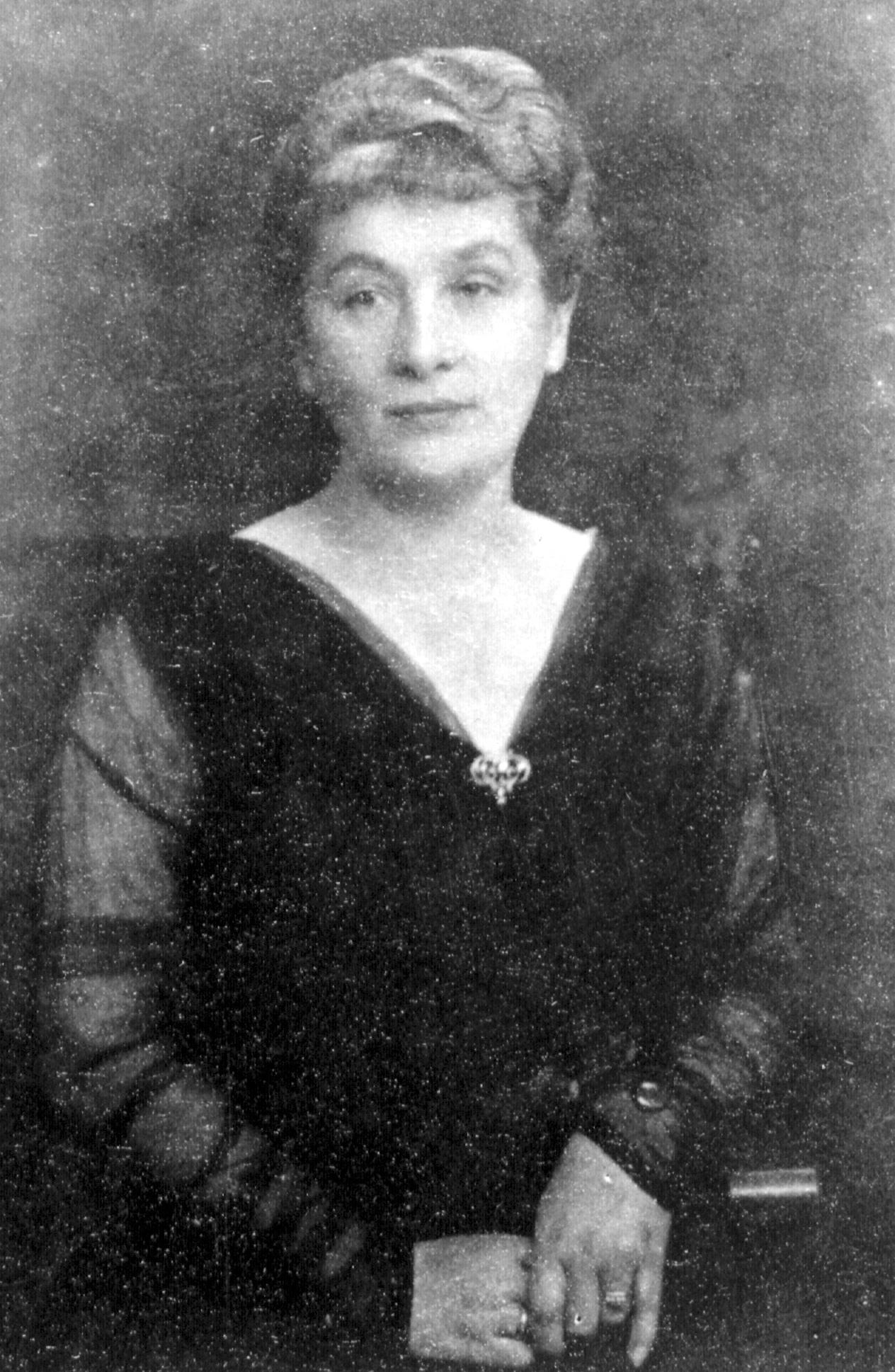 Portrait of Jenny Giesenow