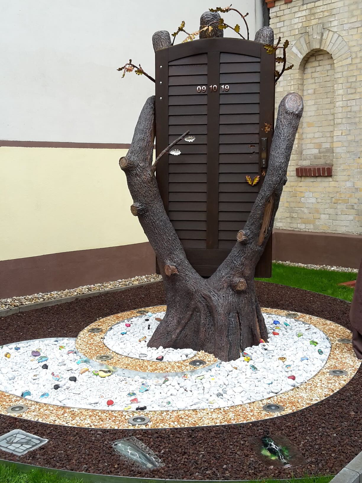 Monument designed by the artist Lidia Edel 2020 in memory of the assassination attempt
