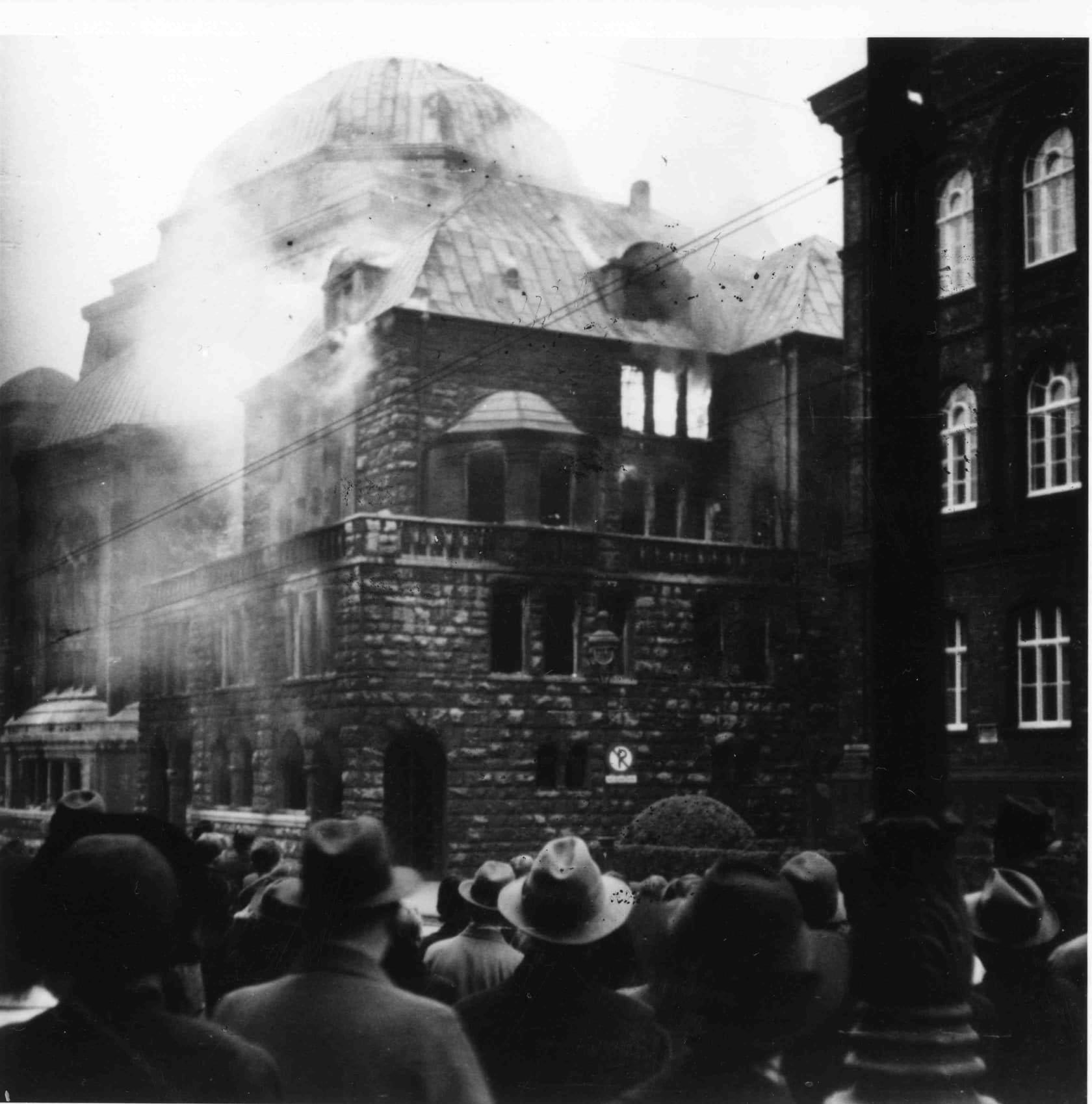 The burnt out synagogue in Essen