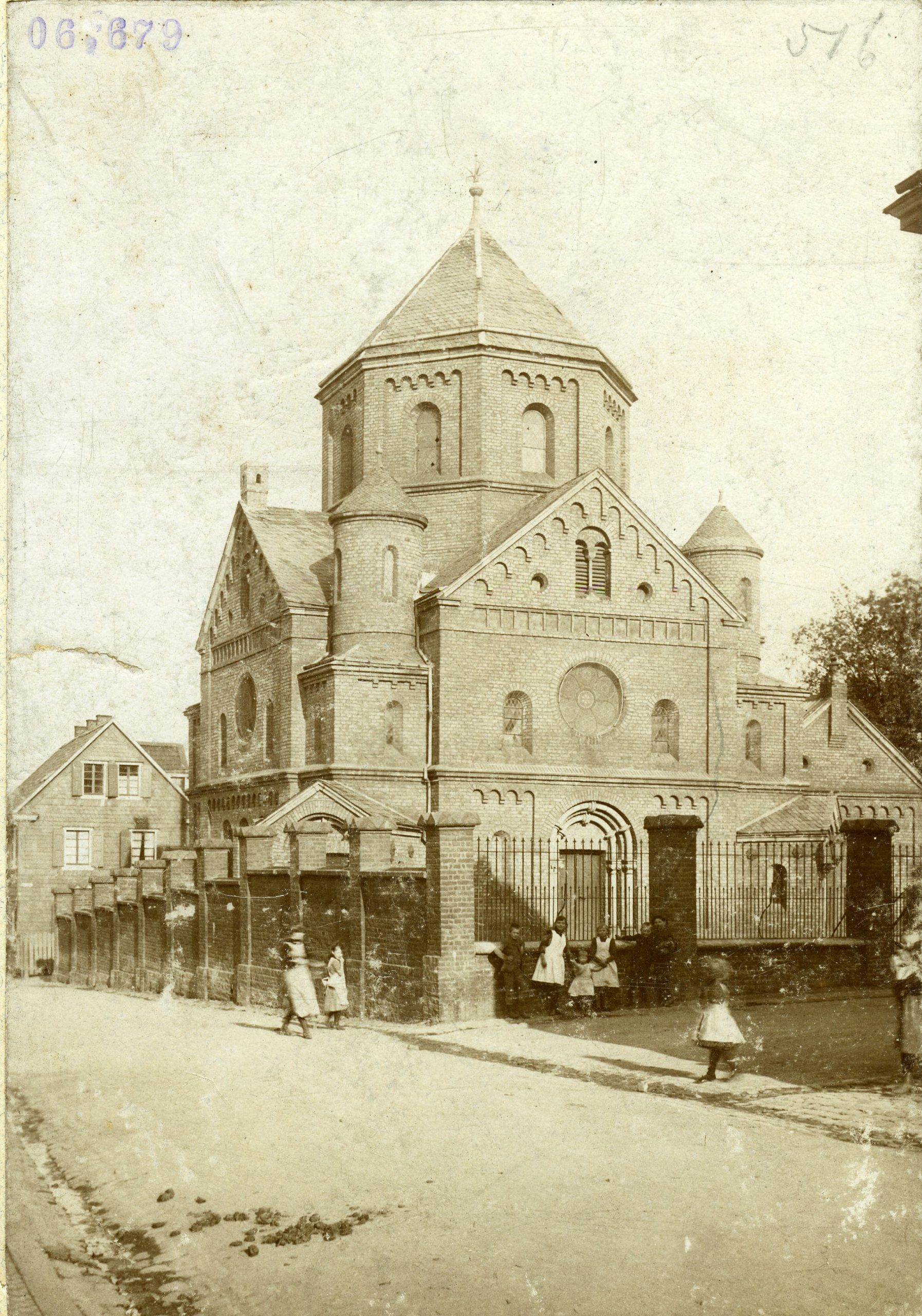 The Solingen synagogue on Malteserstrasse.