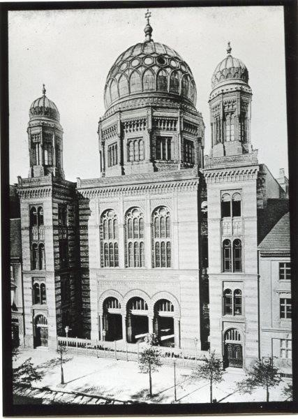 Exterior view of the New Synagoge Berlin