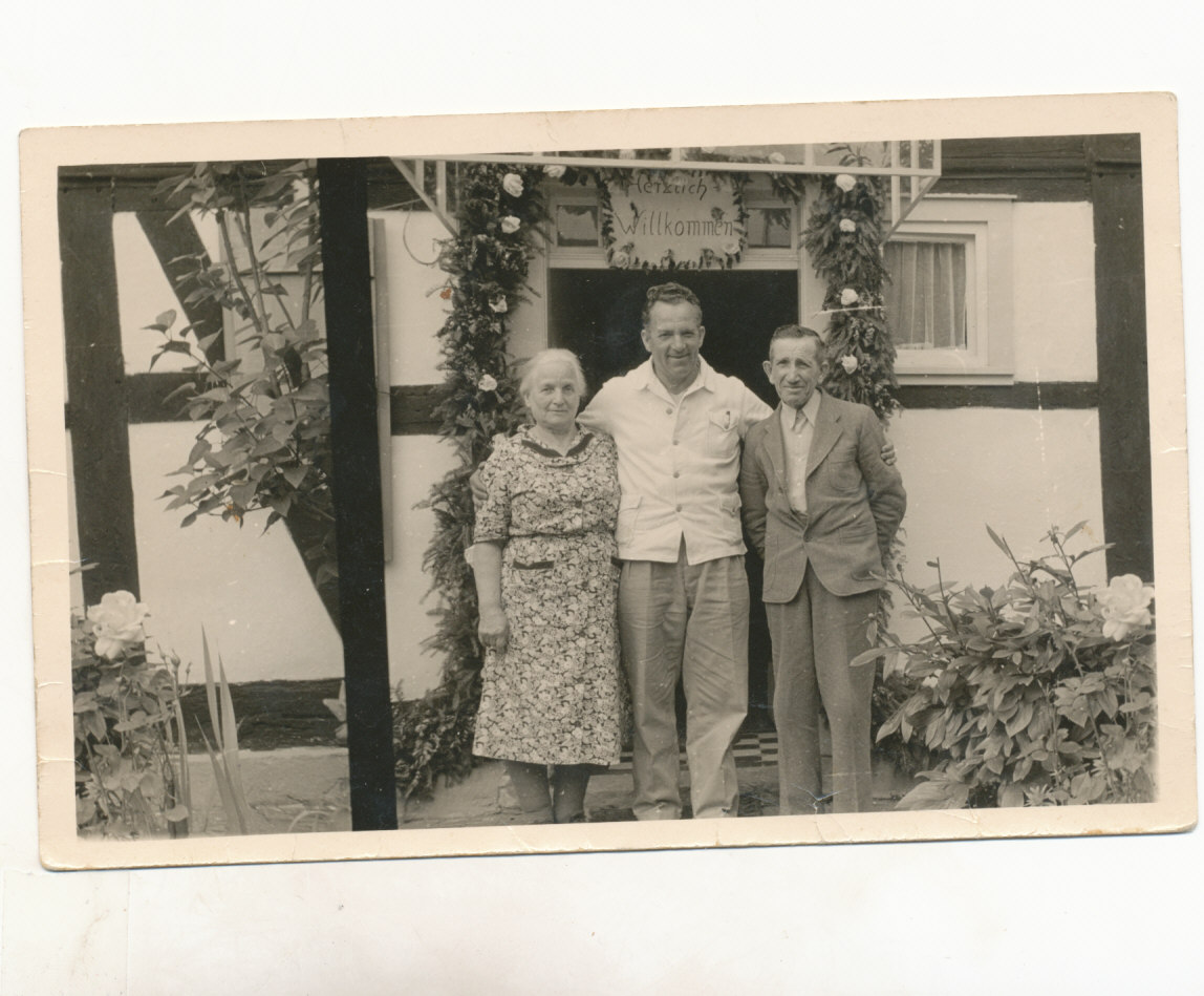 Alfred Seligmann with his parents Max and Maria