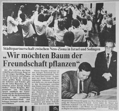 Newspaper article about the signing of the fraternization charter between Solingen and Ness Ziona