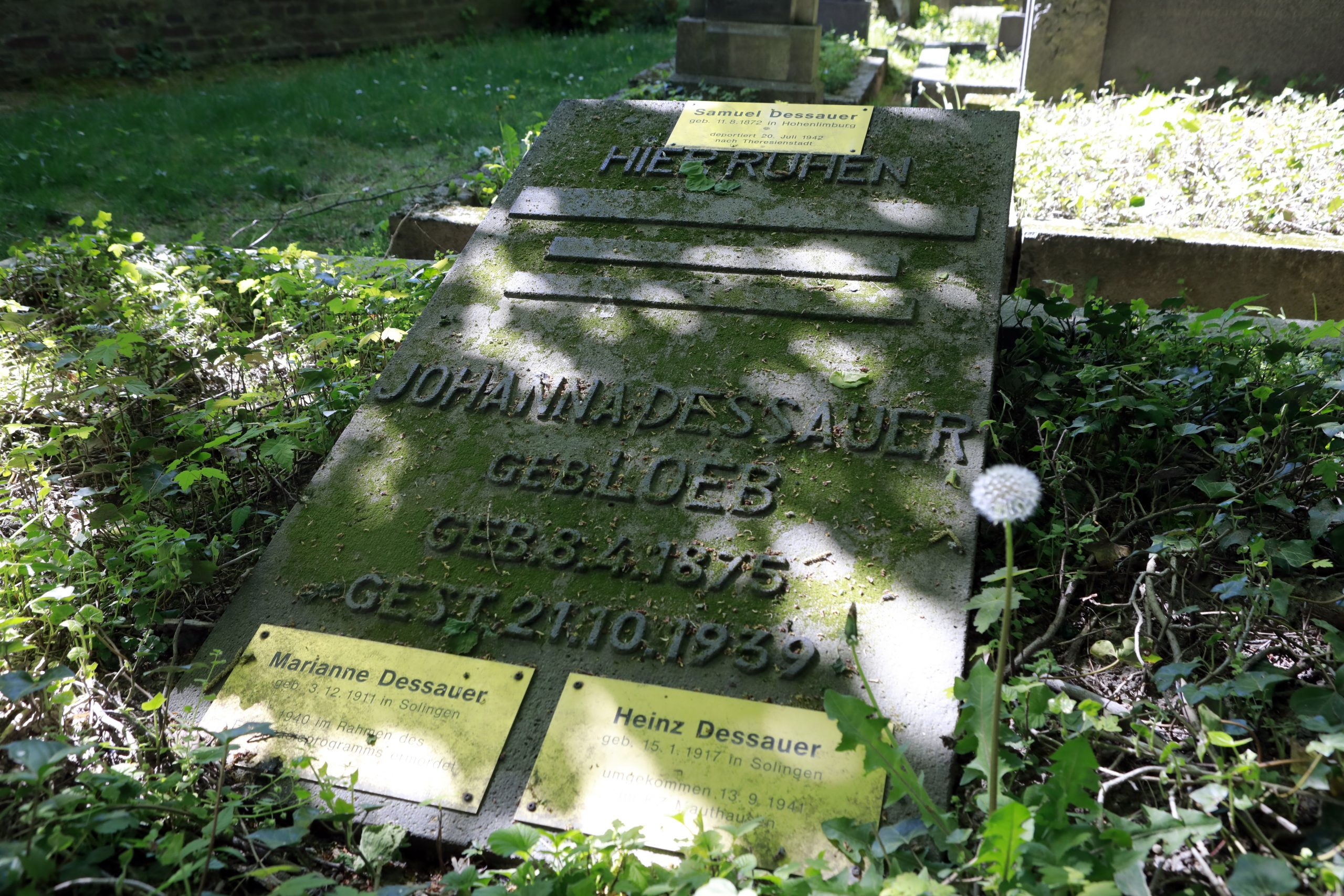 The youngest gravestone is from Johanna Dessauer